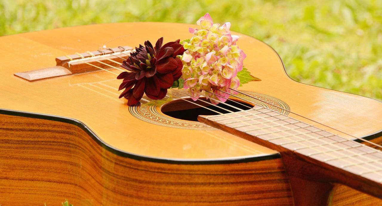 гитара с цветами
