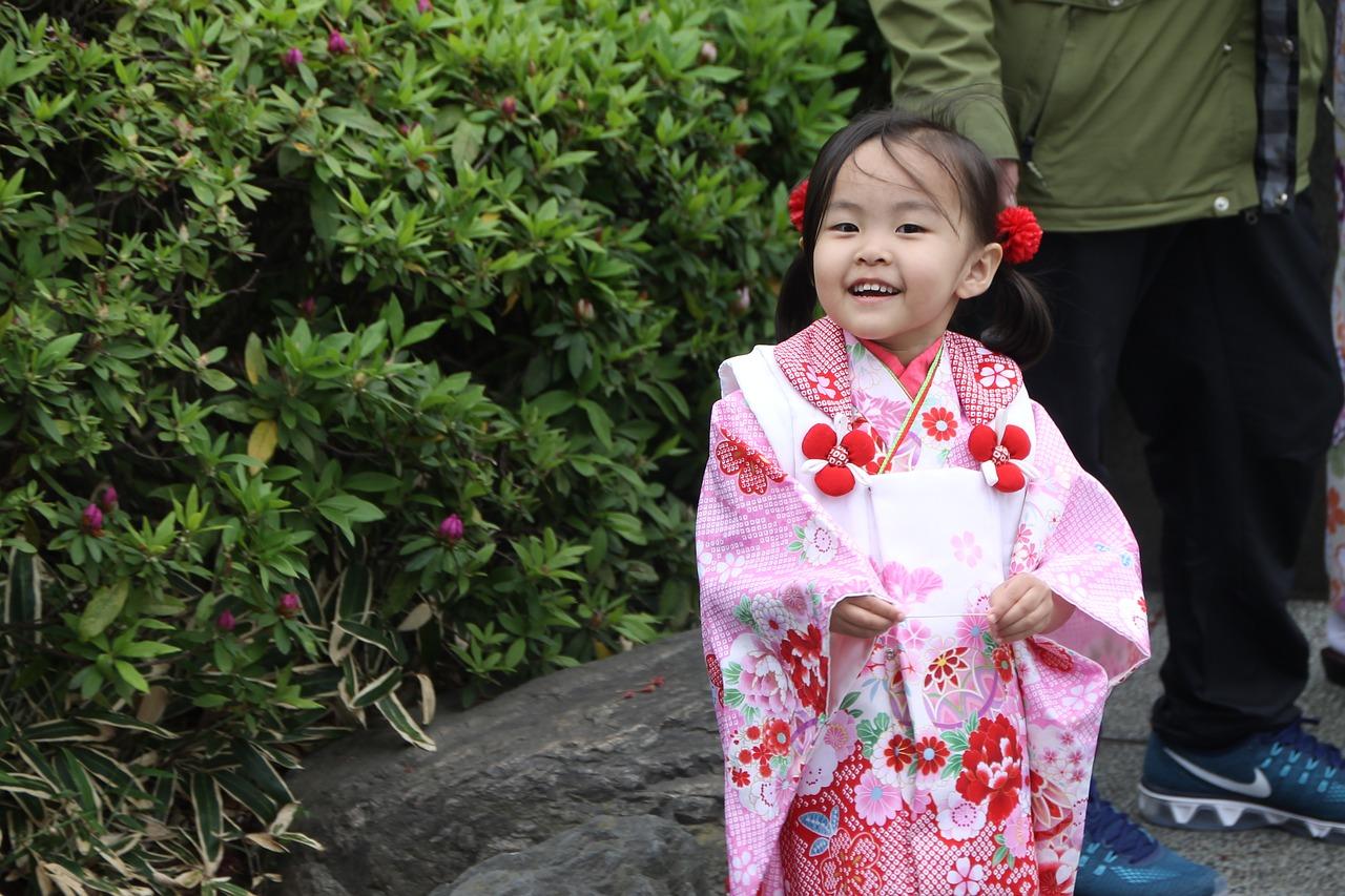 японский ребенок в кимоно