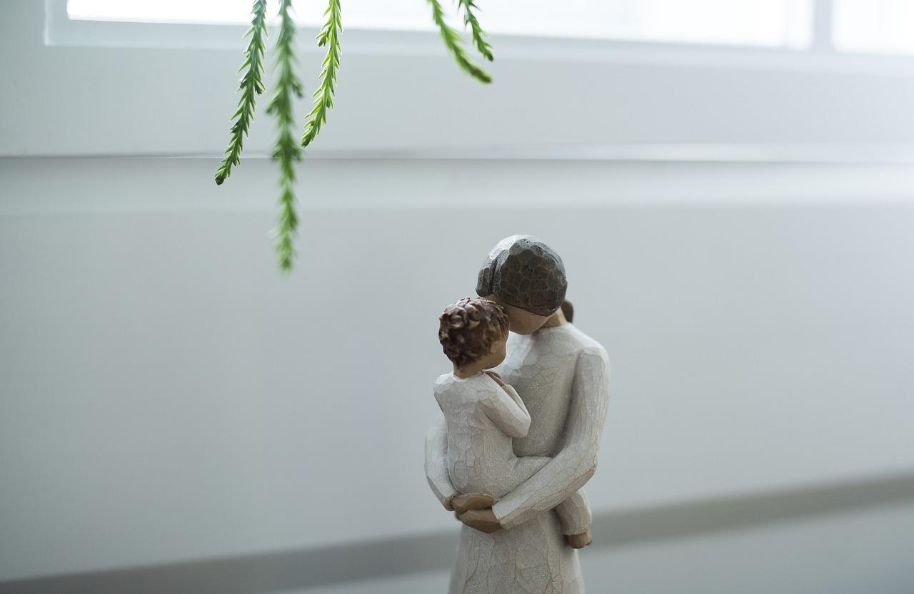 статуэтка малыш и мама